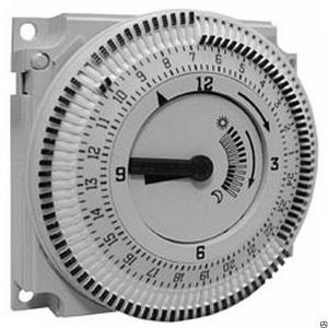 AUZ3.1 аналоговый 24-часовой таймер (в комплекте с RVP200.1 и RVP210.1) Siemens